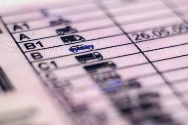 Saps com renovar el teu carnet de conduir?